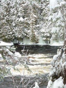 P1080071 2020-01-13 Canada Saint Honoré Sentier de la rivière Shipshaw - Chute Gagnon